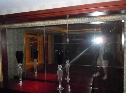 Custom-Mirrored-Walls-Picture-19