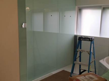 Custom-Mirrored-Walls-Picture-4